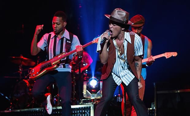 bruno mars wows audience in 1st ever concert in singapore senatus. Black Bedroom Furniture Sets. Home Design Ideas