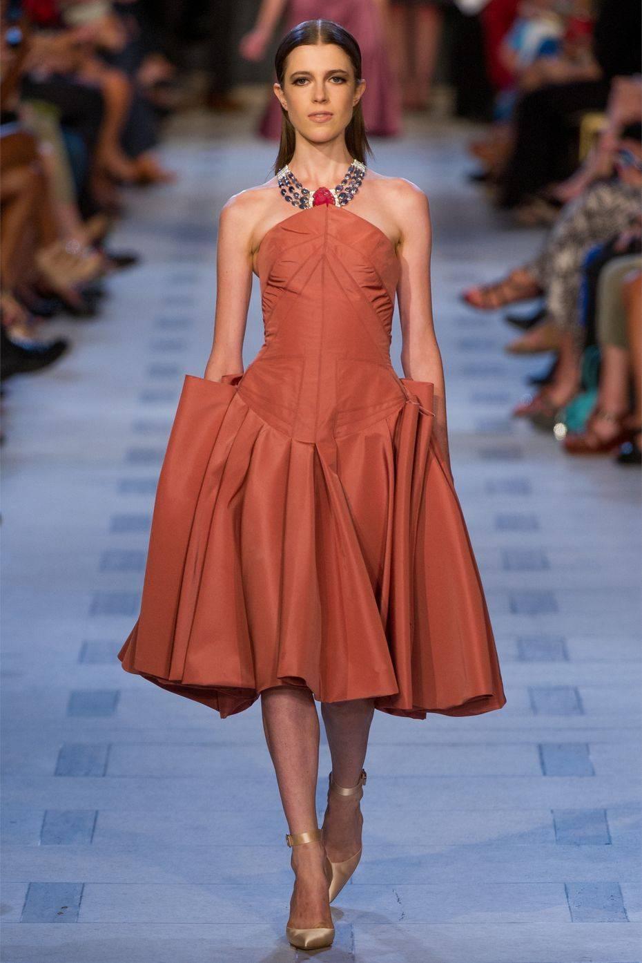 Фото с подиума платья