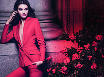 The fashion and social media star fronts her first fragrance campaign, personifying the updated Modern Muse