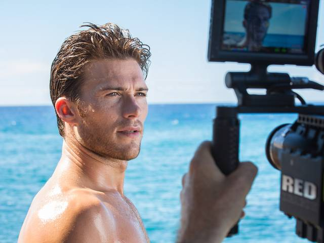 Born and raised by the sea in California and Hawaii, Eastwood's personal lifestyle dovetails nicely with the oceanic visuals the fragrance has long stood for