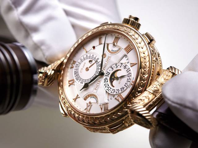 The unique double-dial, fully-reversible supercomplication wristwatch, with a total of 20 complications is an absolute micromechanical masterpiece, featuring complex mechanisms and elaborate case decoration