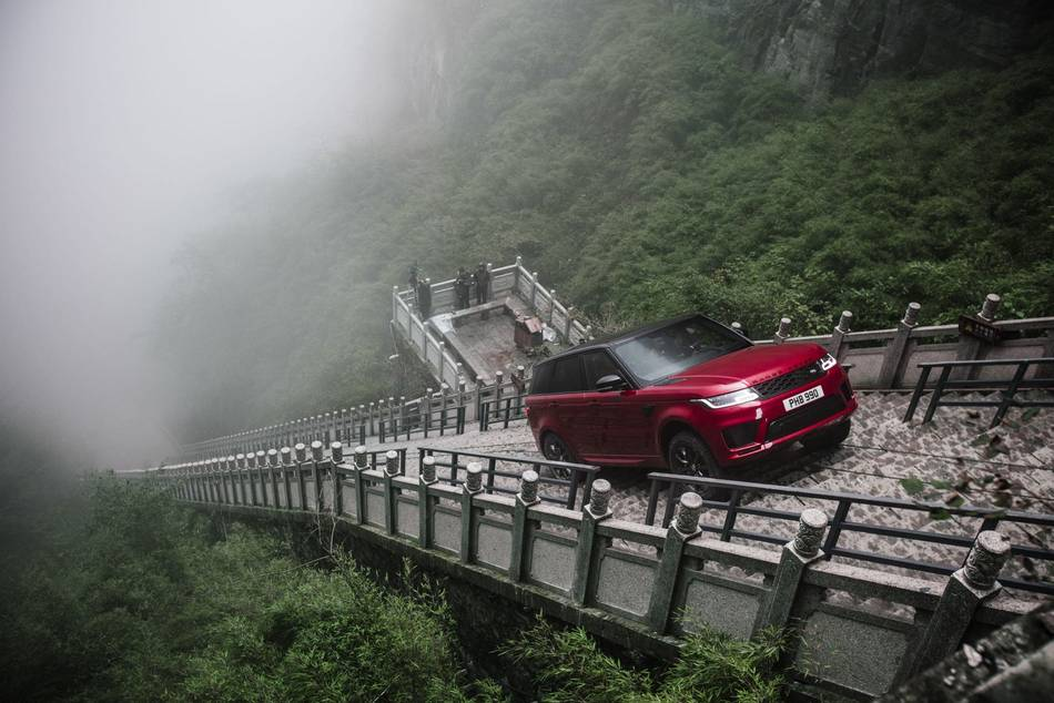 Range Rover SUV climbs 999 steps on the 'stairway to heaven'