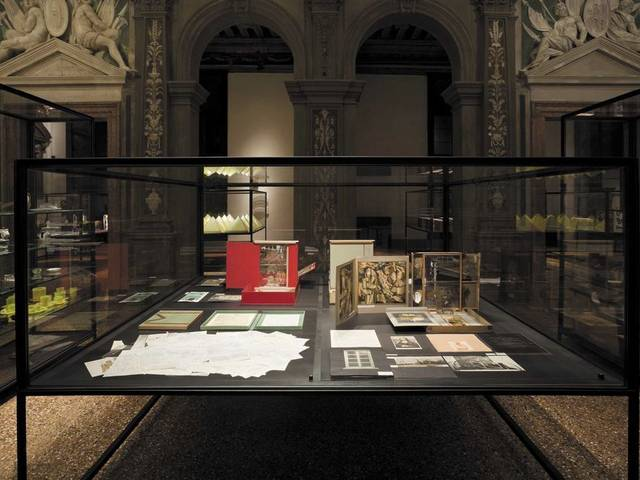 Covering the period from 1901 to 1964, the exhibition documents with over 600 editions, the transformation of the ida of uniqueness in art and its perception