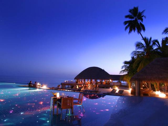Huvafen Fushi ideally mixes Maldives style with hip and chic features with thatched rooms villas on the outside and on the inside, unique amenities, sophisticated design, contemporary furniture, high-tech equipment