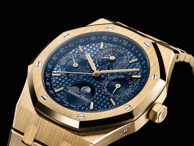 In 2016, Audemars Piguet brings the enduring lustre of yellow gold back to the forefront