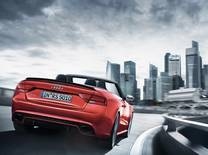 The permanent all-wheel drive technology of the German marque comes to the fore, conquering Singapore's roads under all weather conditions