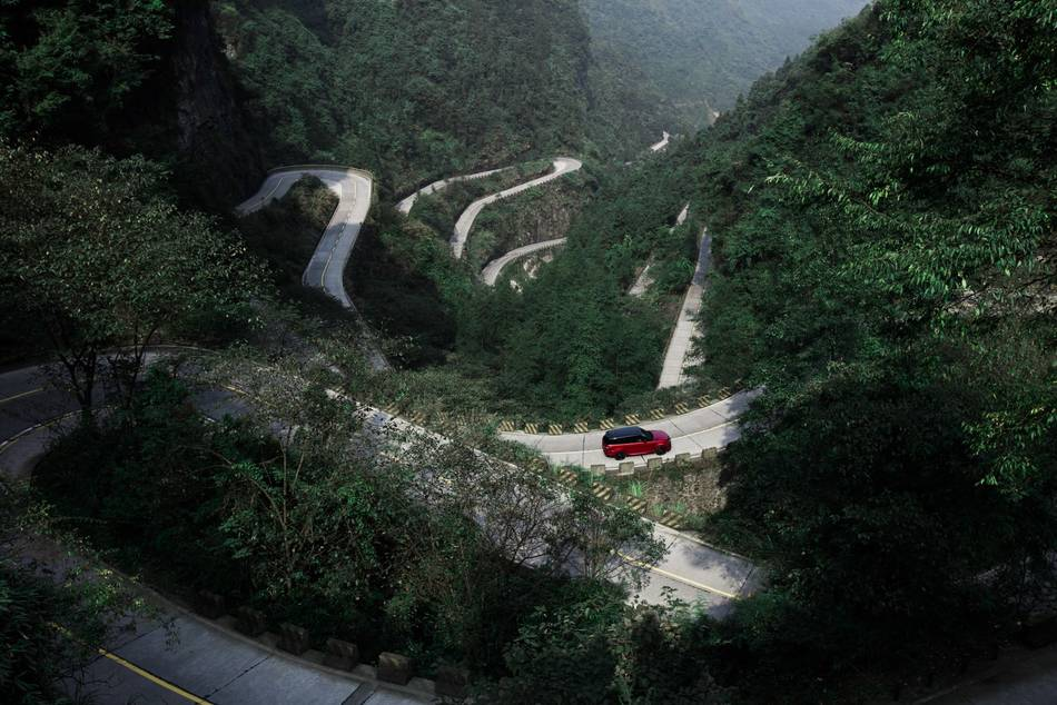 Range Rover Sport PHEV the 1st SUV to Scale Heaven's Gate in China