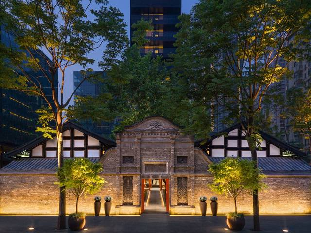 The new hotel is an integral part of the government's conservation project to preserve the surrounding traditional courtyards next to the thousand-year-old Daci Temple