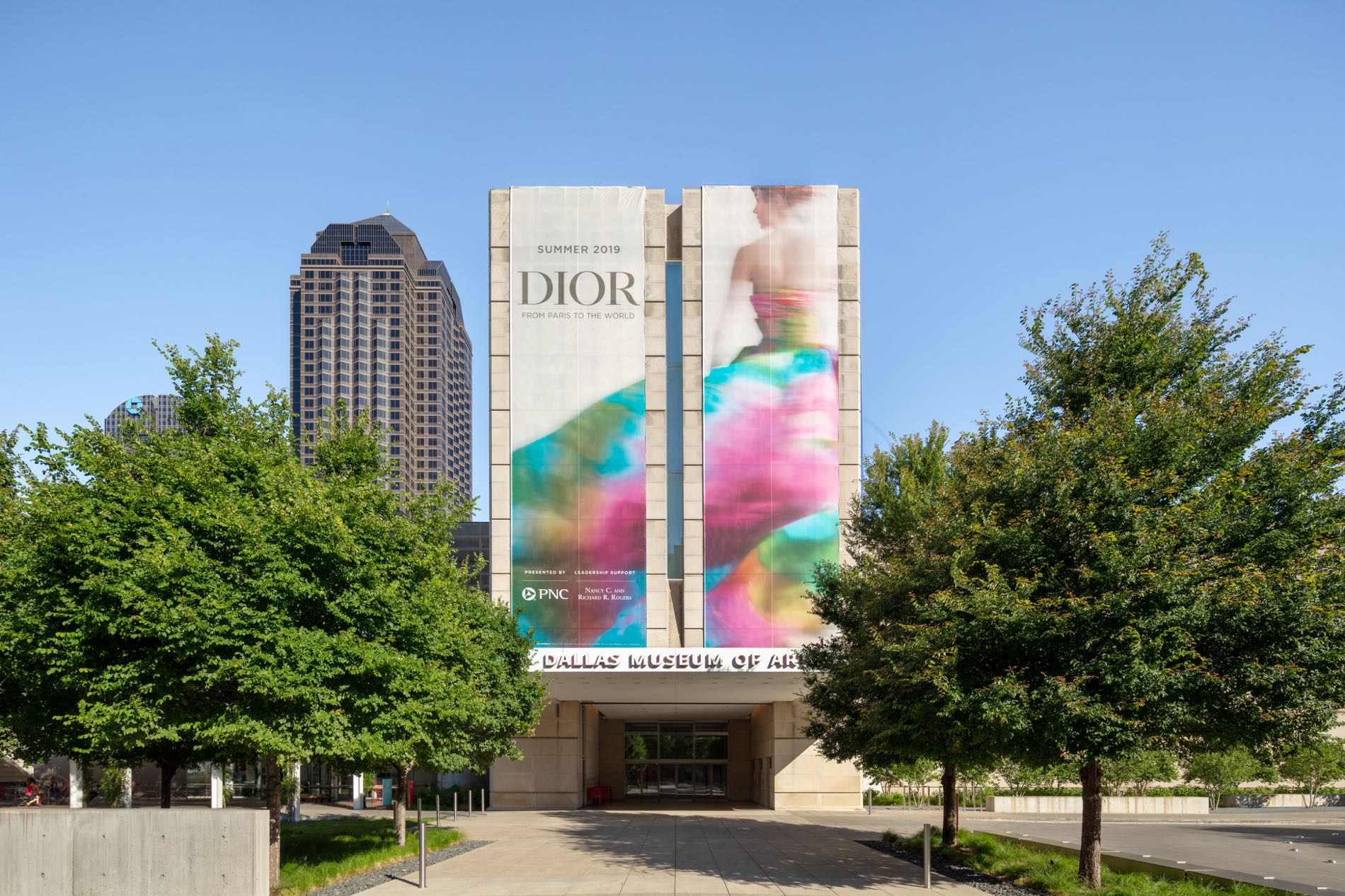 Dior: from Paris to the World, At the Dallas Museum of Art