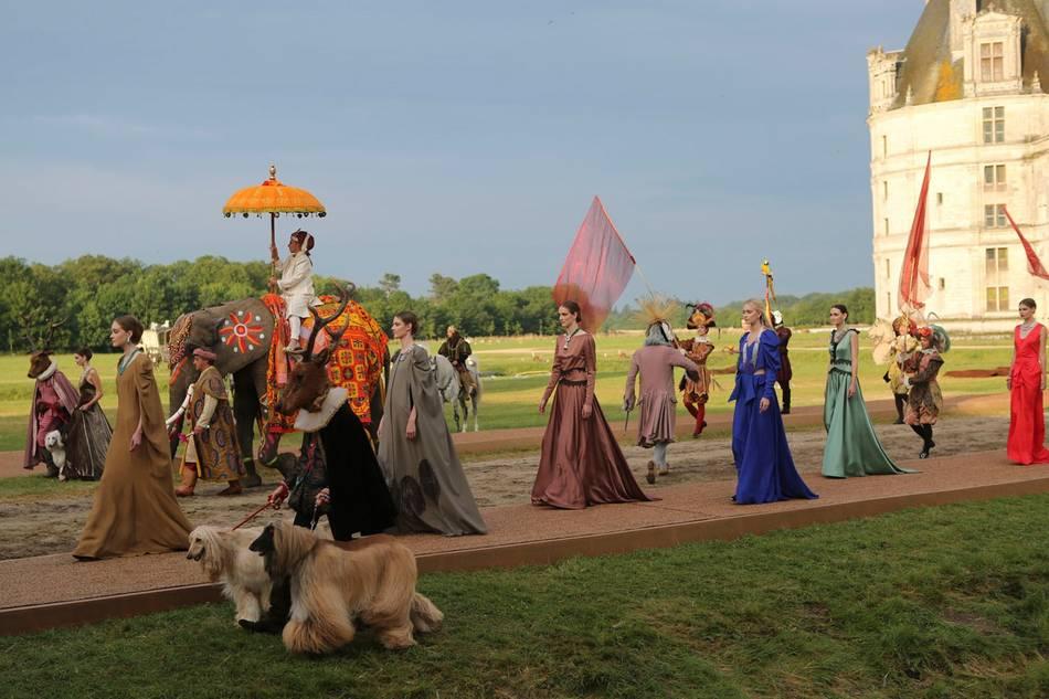 Peau d 39 ne van cleef arpels 39 fairytale inspired high for Paris vendome gioielli
