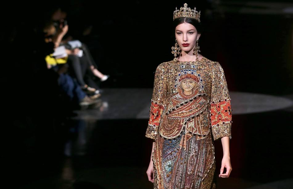 39 heavenly bodies fashion and the catholic imagination 39 at for Metropolitan museum of art fashion