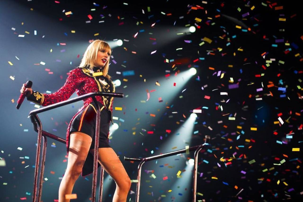 Taylor Swift Brings The Red Tour To Asia Senatus