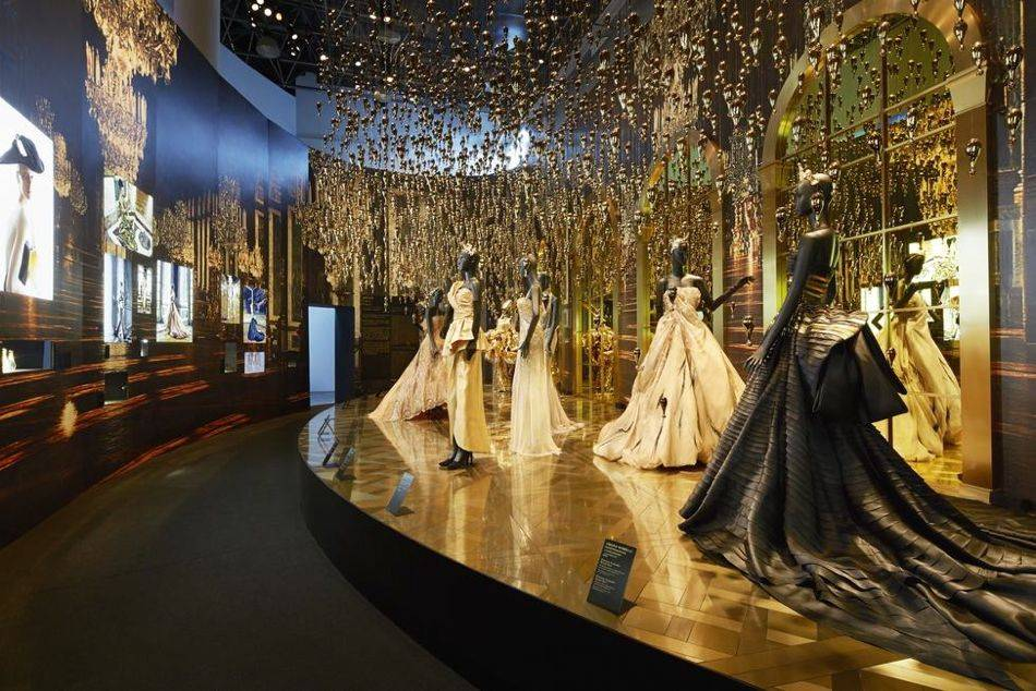 Esprit dior exhibition in museum of contemporary art for Haute couture history