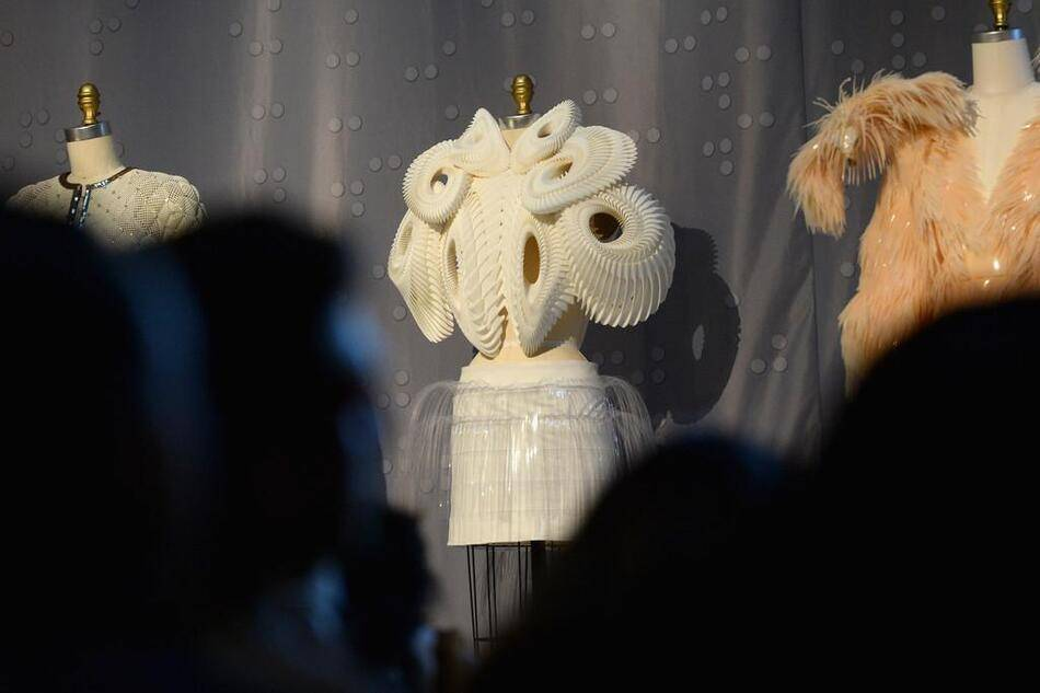 An exploration of how fashion designers are reconciling the handmade and the machine-made in the creation of haute couture and avant-garde ready-to-wear
