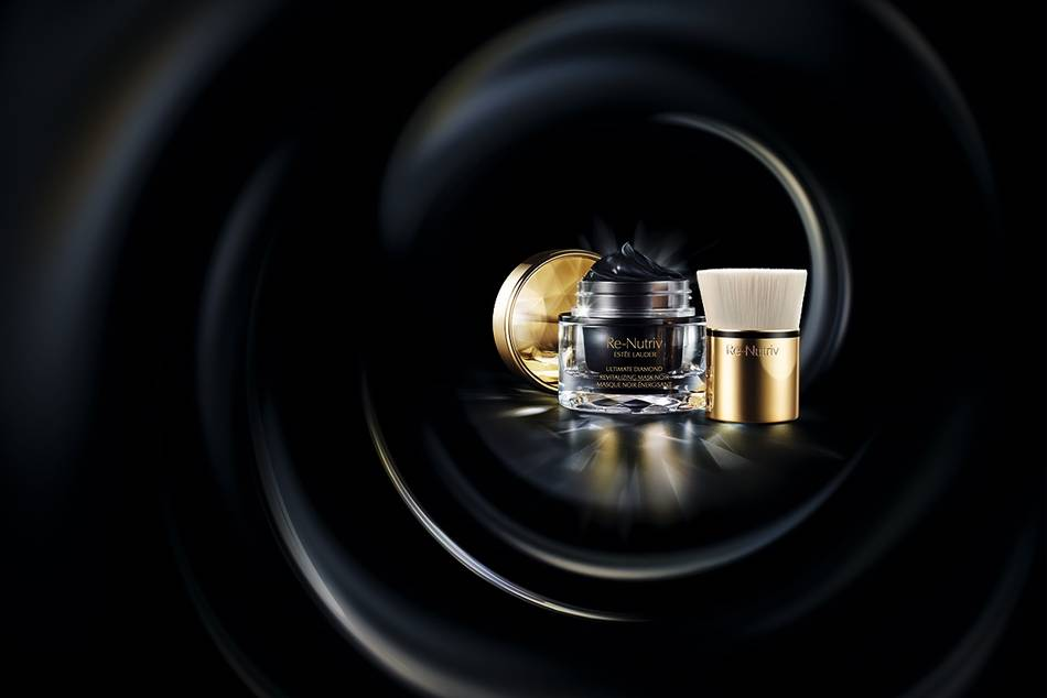 The ultra-luxurious, spa-inspired treatment mask features precious, concentrated levels of the exclusive Black Diamond Truffle Extract, and re-texturizing technologies