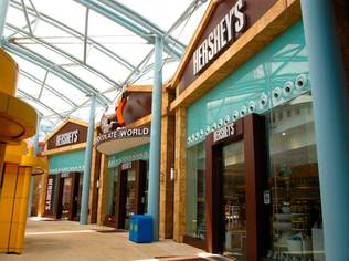 "The First Hershey's Chocolate World in South East Asia Opens | Source: <a href=""http://www.flickr.com/photos/irenelam/4510744560/"">Flickr/irenelam</a>"